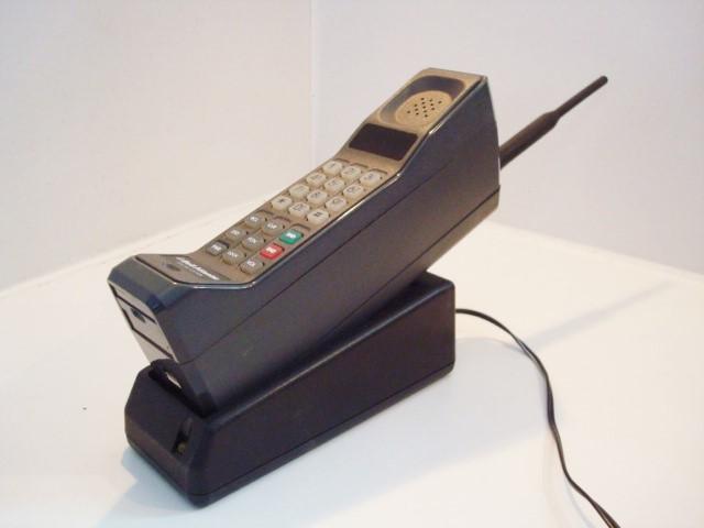 признанию первые в мире сотовые телефоны фото все то