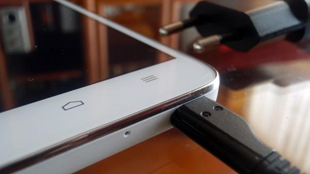 Картинки по запросу 5 причин, чому слід тримати смартфон у чохлі