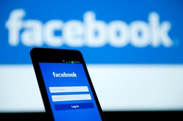 Facebook добавит функцию сохранения видео на смартфоне