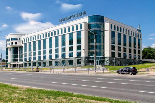 Беларусбанк вновь перенес введение комиссии заприем наличных платежей
